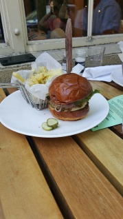 deschutes-brewery-hamburger-french-fries
